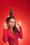 Imagen divertida de los días de fiesta del Año Nuevo y de la Navidad con el modelo Imágenes de archivo libres de regalías