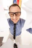 Imagen divertida del hombre de negocios en oficina Fotografía de archivo libre de regalías