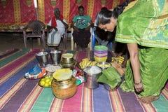 Imagen documental: La India Puja antes del nacimiento Fotos de archivo