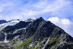 Imagen dramática con el pico de montaña Imagenes de archivo