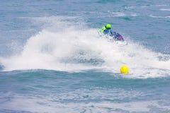 Imagen editorial documental Competidores extremos del atleta en el barco del esquí del jet Imágenes de archivo libres de regalías