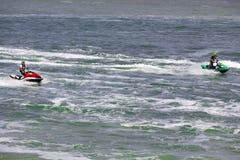 Imagen editorial documental Competidores extremos del atleta en el barco del esquí del jet Foto de archivo libre de regalías