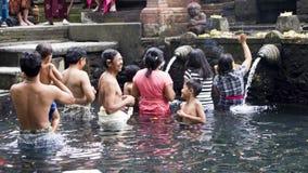 Imagen editorial documental Templo hindú santo de Tirta Empul del agua de manatial, Bali Indonesia Foto de archivo