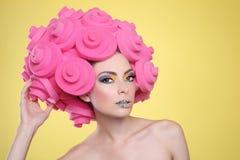 Imagen exótica colorida del maquillaje del caramelo de la mujer que lleva Fotografía de archivo