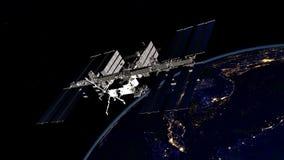 Imagen extremadamente detallada y realista de la alta resolución 3D de ISS - tierra que está en órbita internacional de la estaci imagen de archivo libre de regalías