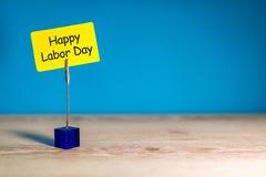 Imagen feliz del Día del Trabajo, 1ra del fondo de la oficina de mayo Con el espacio de la copia para el texto, la maqueta o la p Imagen de archivo