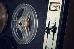 Imagen filtrada del vintage del registrador audio de carrete Imagen de archivo