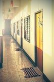 Imagen filtrada retra de un motel desolated vacío Imagen de archivo libre de regalías
