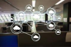 Imagen generada Digital de los iconos computacionales de la nube en oficina Fotos de archivo