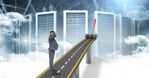 Imagen generada Digital del hombre de negocios confuso en la carretera contra los servidores imagen de archivo libre de regalías