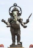 Imagen grande de la estatua de Ganesha en la acción derecha en Tailandia Fotos de archivo libres de regalías