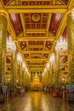 Imagen hermosa de Buda en iglesia budista Foto de archivo