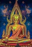Imagen hermosa de Buda en iglesia budista Foto de archivo libre de regalías