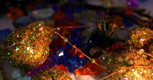 Imagen hermosa de la Navidad con la guirnalda de oro del Año Nuevo Foto de archivo libre de regalías
