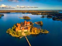 Imagen hermosa del paisaje del abejón del castillo de Trakai Imagenes de archivo