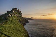 Imagen hermosa del paisaje de la puesta del sol de la tarde del valle de las rocas foto de archivo libre de regalías