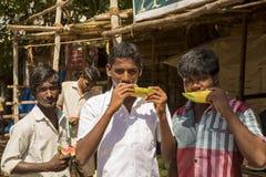 Imagen ilustrativa editorial Adolescentes en la calle, la India Foto de archivo libre de regalías