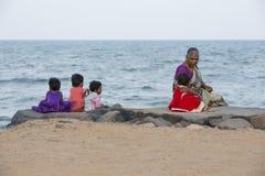 Imagen ilustrativa editorial Reunión de la familia en la India Imagenes de archivo