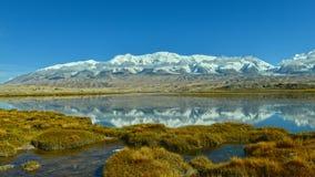 Imagen invertida del lago karakul Imágenes de archivo libres de regalías