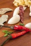 Imagen macra de pimientas rojas y del ajo Fotografía de archivo libre de regalías