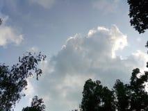 imagen nublada del cielo en el pueblo fotografía de archivo libre de regalías