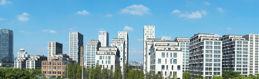 Imagen panorámica de edificios residenciales estupendos Foto de archivo