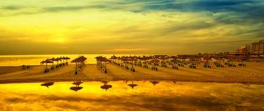 Imagen panorámica de la salida del sol en la playa en Mallorca imágenes de archivo libres de regalías