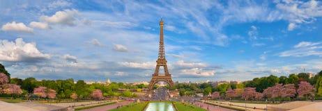 Imagen panorámica de la torre Eiffel de Trocadero en primavera fotografía de archivo libre de regalías
