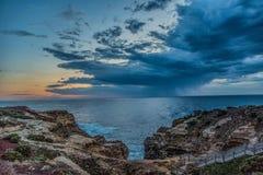 Imagen que sorprende de la puesta del sol en el camino del océano en Australia foto de archivo libre de regalías