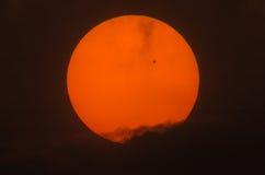 Imagen real del sol con un grupo grande de la mancha solar Foto de archivo libre de regalías