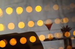 Imagen refleja de la bebida agradable del cóctel de la sandía sobre el vidrio w del LED Foto de archivo libre de regalías