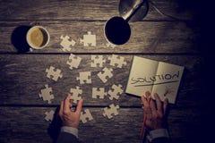 Imagen retra de un hombre de negocios, de un innovador o de un estudiante buscando s Fotografía de archivo libre de regalías