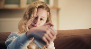 Imagen rubia joven del selfie que toma Fotos de archivo libres de regalías