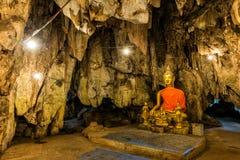 Imagens da Buda na caverna fotografia de stock royalty free