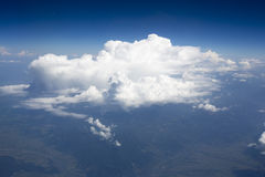 Imagens de alta resolução dos clounds e do céu azul fotos de stock royalty free