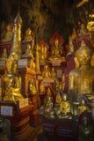 Imagens de Buddha na caverna de Pindaya - Pindaya - Myanmar Fotos de Stock Royalty Free