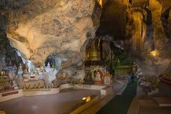 Imagens de Buddha na caverna de Pindaya - Pindaya - Myanmar Imagem de Stock Royalty Free