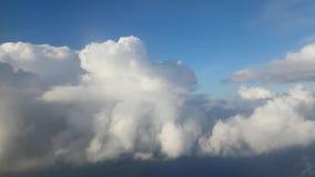 Imagens de vídeo do cloudscape da janela do avião filme