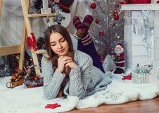 Imagens do ano novo, teste padrão no ano da marinha, foto do Natal, menina, um retrato bonito da menina de uma menina, modelo de  Fotografia de Stock Royalty Free