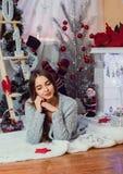 Imagens do ano novo, teste padrão no ano da marinha, foto do Natal, menina, um retrato bonito da menina de uma menina, modelo de  foto de stock