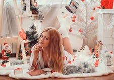 Imagens do ano novo, teste padrão no ano da marinha, foto do Natal, menina, um retrato bonito da menina de uma menina, modelo de  fotografia de stock