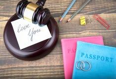 images 3d d'isolement sur le fond blanc Divorce, amour et antécédents familiaux abstraits Image stock