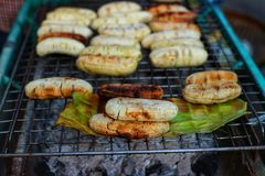 Images en gros plan des bananes sur le fourneau, fruit asiatique images libres de droits