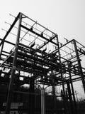 Imaget in bianco e nero della sottostazione del trasformatore Immagine Stock