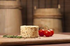 Imagination de fromage Fromage sur le bureau en bois Image libre de droits