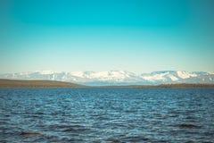 Imandra nordligt landskap för sjö- och Hibiny berg Arkivfoto
