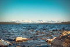 Imandra nordligt landskap för sjö- och Hibiny berg Royaltyfria Foton