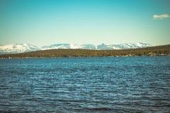 Imandra nordligt landskap för sjö- och Hibiny berg Arkivfoton