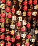 Imanes del refrigerador bajo la forma de taza con un cactus Fotografía de archivo libre de regalías