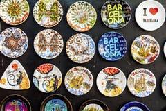 Imanes del refrigerador para el recuerdo de Barcelona, España Fotos de archivo